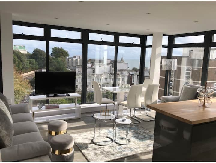 Penthouse- Cosy with Sea Views- Brand New