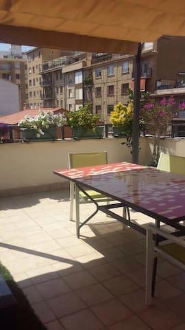 Atico con terraza en el centro - Tudela - Appartement