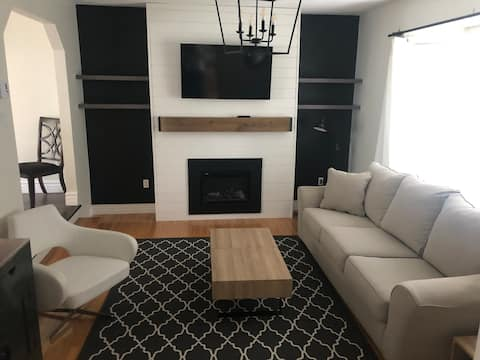 Bright, Stylish, Private 2 Bdrm+ Parking + Wifi