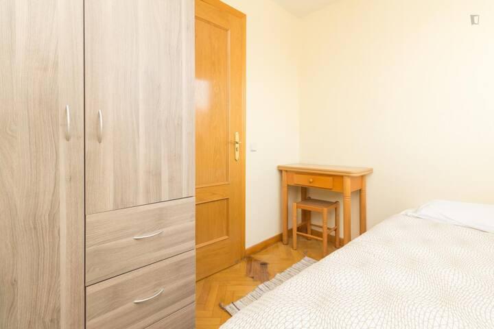 Agradable habitación individual con WIFI