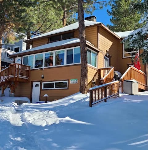 3 story cabin In the heart of Big Bear Lake