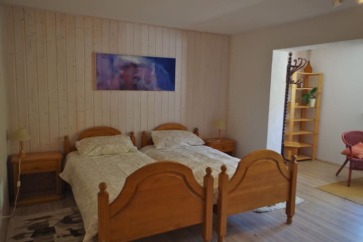 quiet, good located private big doble room
