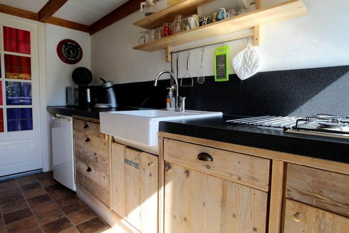 Knus vakantiehuisje in een Schapenboet op Texel - Den Burg - Cabane