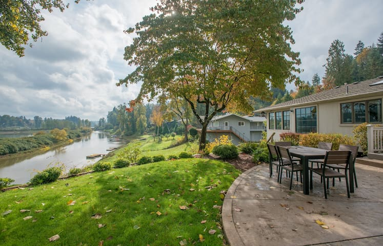 Private Willamette Riverfront Oasis - West Linn - Casa
