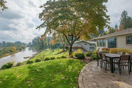 Private Willamette Riverfront Oasis - West Linn - Haus