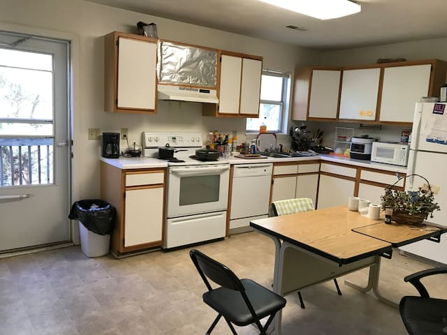 Beautiful, convenient room near VT Blacksburg - Blacksburg - Hus