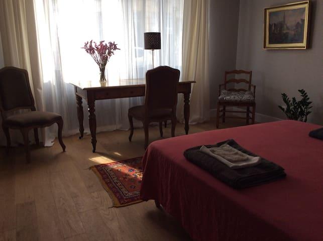 Au cœur de Bordeaux, grande chambre indépendante