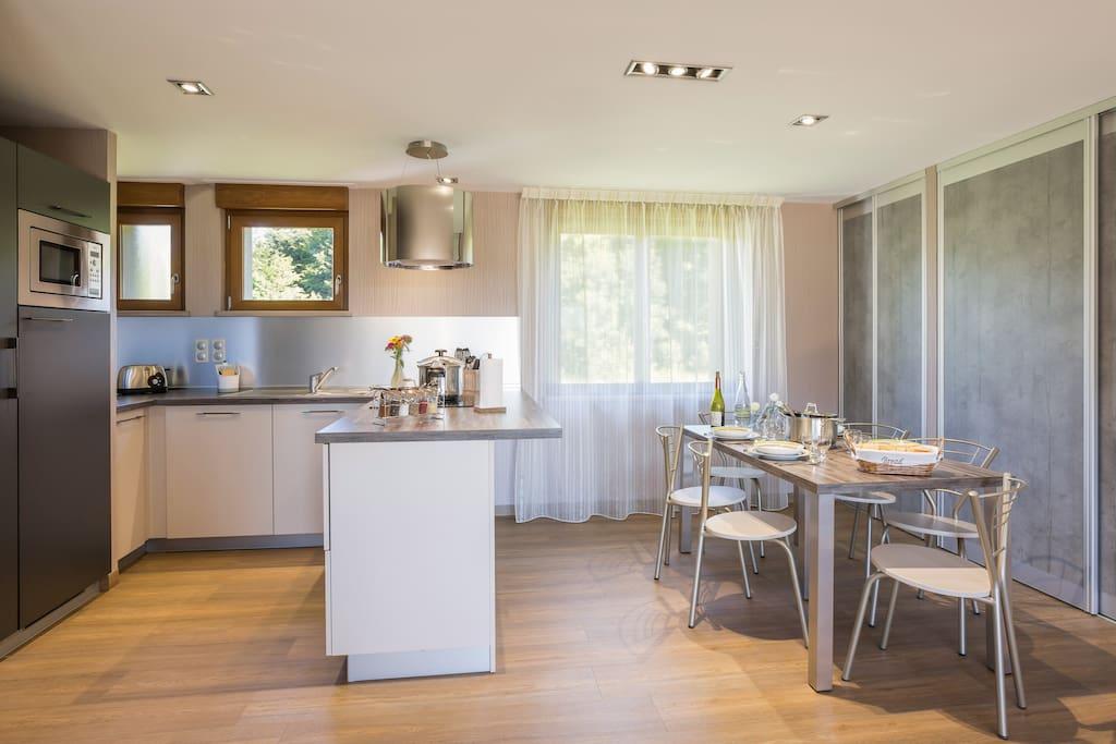 espace cuisine et coin repas - appartement Pic du Lizieux