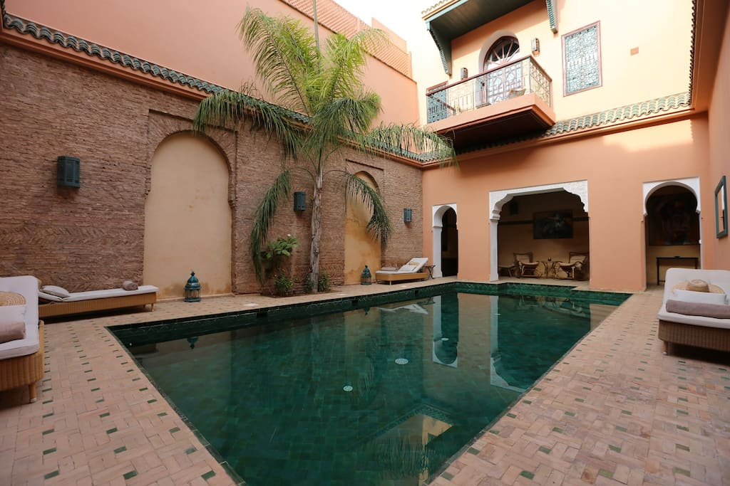 le patio piscine du palais