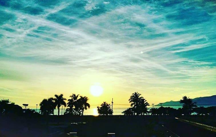 Sol do Indaiá apto com vista para a praia