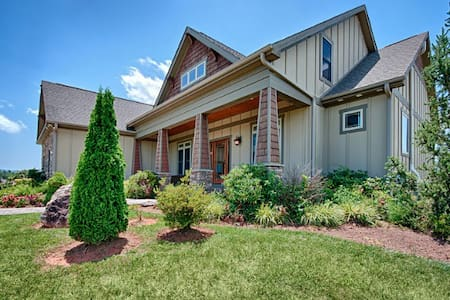 Moonrise Ridge; Luxurious Country Home ; Spectacular Views, Close to Asheville! - Leicester - Haus
