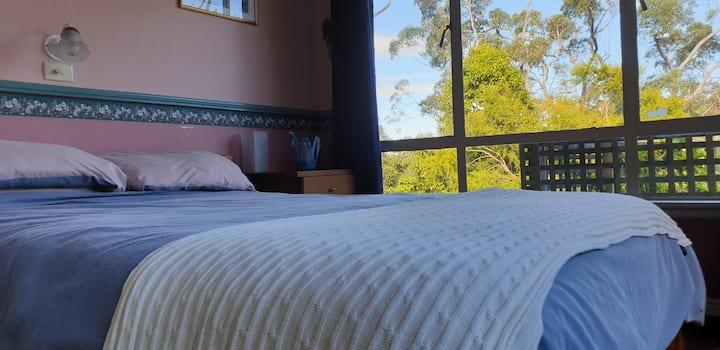 Bright Room with splendid garden views