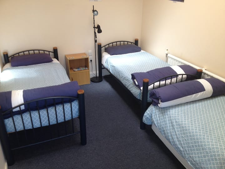 Rawhiti -Comfy, Clean and Quiet-$38 per bed bed 1