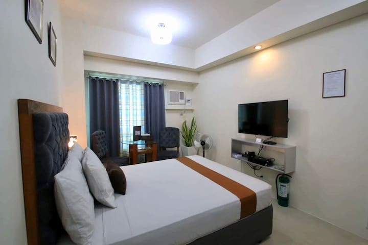 Unit 2616 Makati CBD -50mbps Wifi, Cable & Netflix
