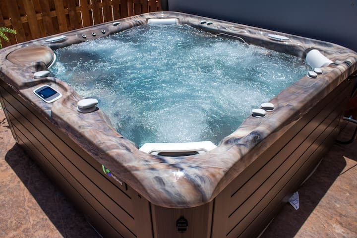 DW19 | Private Hot Tub | 3 Bd 3 Ba |  Sleeps 11