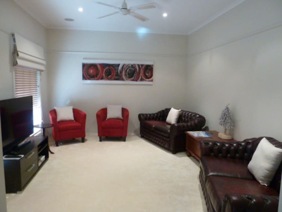 Comfortable lounge room with TV/Foxtel and DVD/Bluray Player