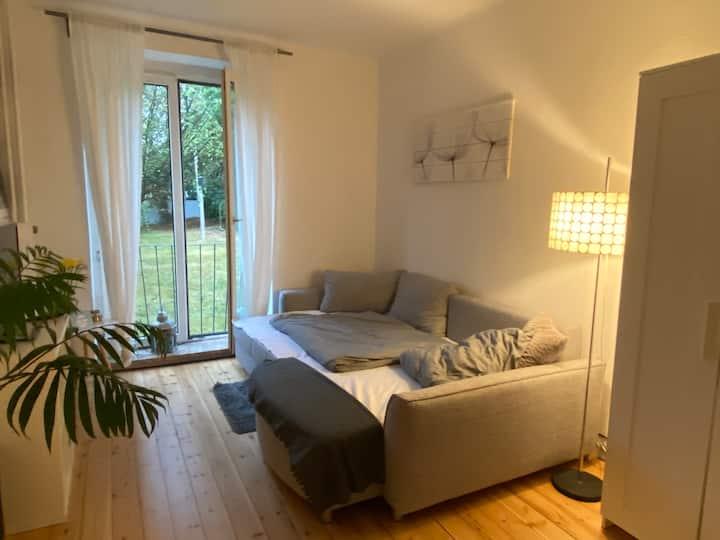 Gemütliches Zimmer in charmanter Altbauwohnung