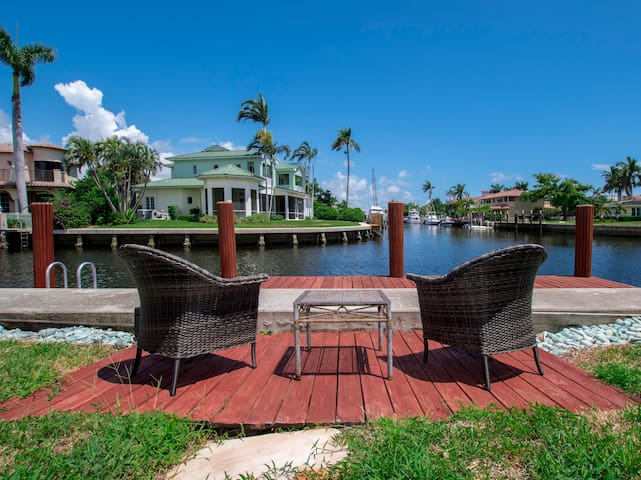 ☼ Fun+Cozy Home On the Water ☼ Near Everything!