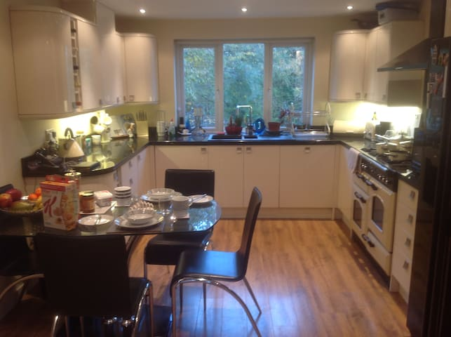 Comfy, B/B,Ensuite bedroom,TV,Wifi - Harrogate