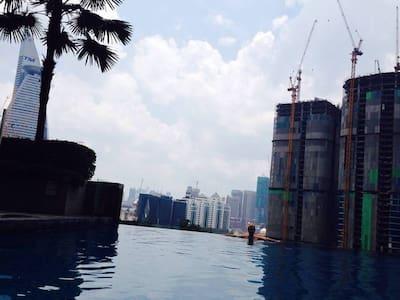 Modern room, infinity pool, 5 minutes to metro - Kuala Lumpur - Apartamento