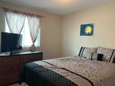Comfy room in a shared house near Denver & Airport