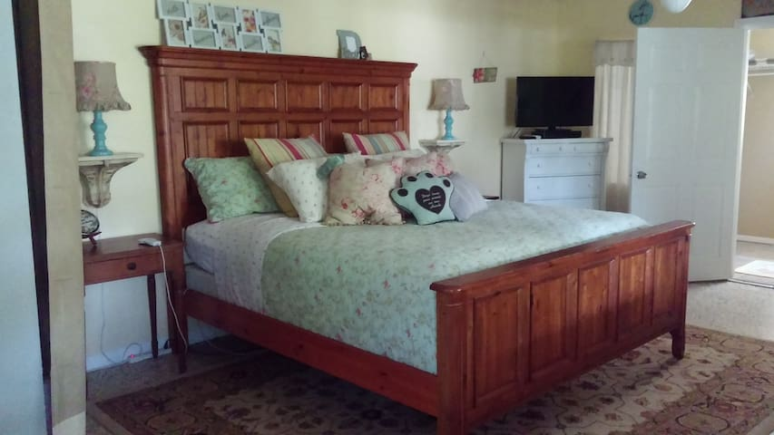 Cozy Shabby Chic Private Apartment - Bonita Springs - Flat
