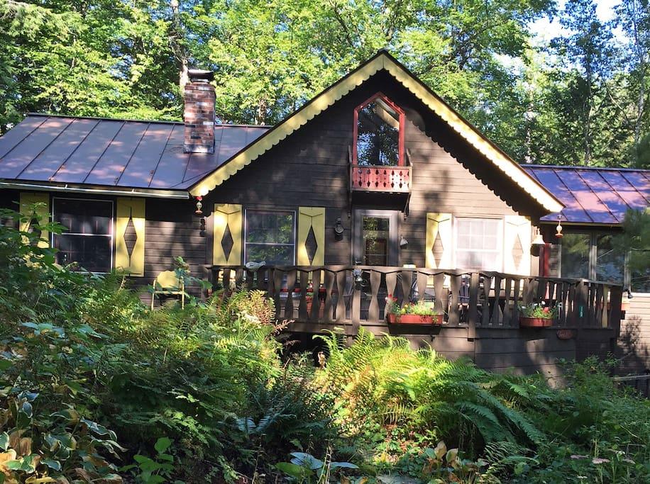 Charming Lake Cottage