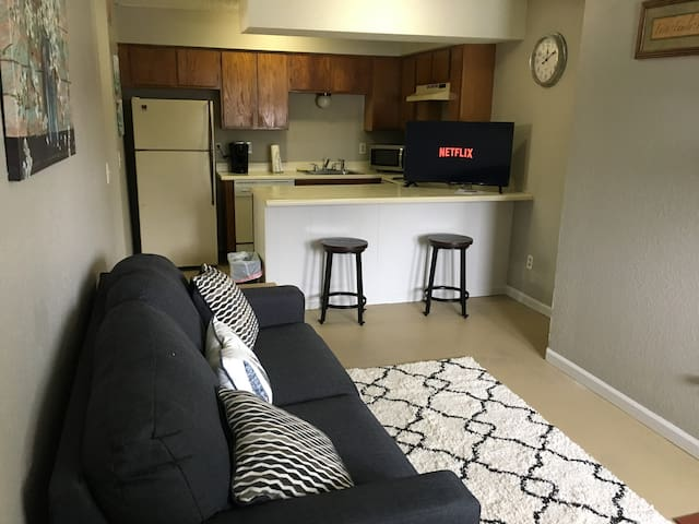 Warm/Inviting/Private eastside apt w/ Wash-DryerY