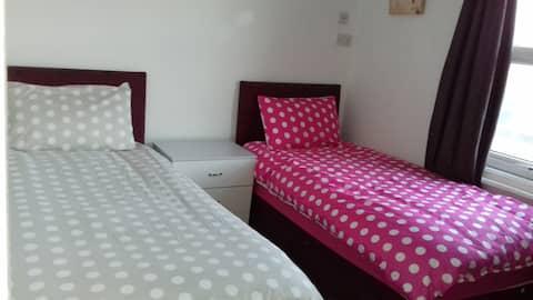 Shaftesbury Hotel twin bedroom room 1