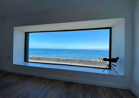 The Lookout, Ballyhalbert- cottage with sea views