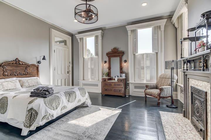 Spruce Room @ Three Pines Petersburg