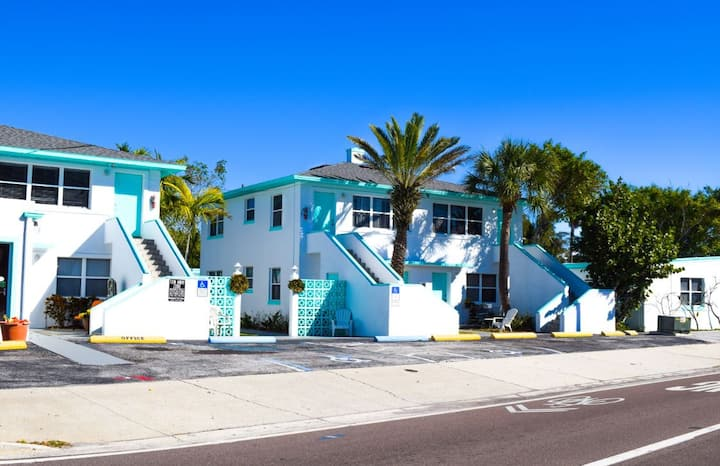 Private One-Bedroom - Directly Across from Beach