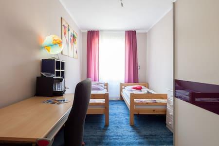 SCHÖNES ZIMMER / BEAUTIFUL ROOM - München - Apartment