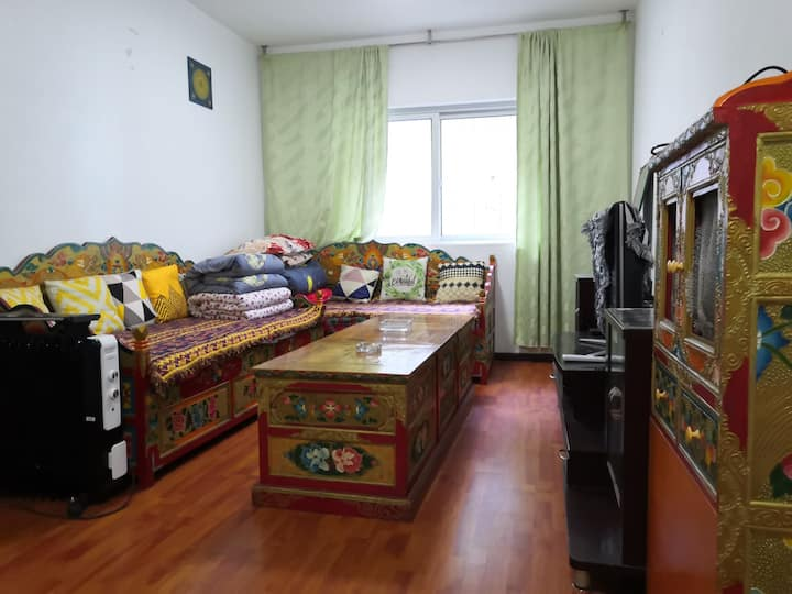 康定青稞民宿—老城区两室一厅一厨一卫电梯公寓