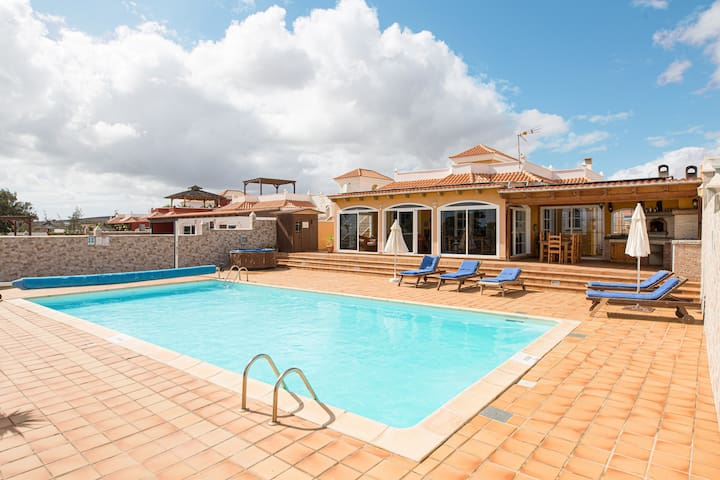"""Holiday Home """"El Vergel"""" with Pool, Garden, Terrace, Air Conditioning & WiFi; Parking Available"""