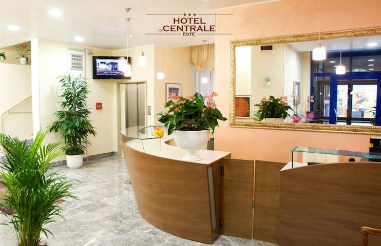 Albergo Centrale : Hotel , B&B