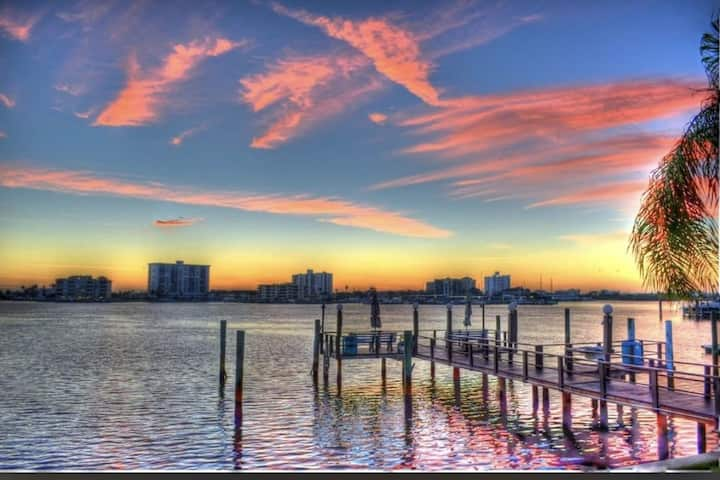 Amazing location, 2 minutes from Clearwater Beach!