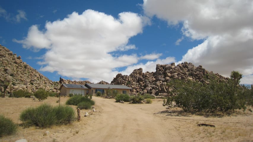 Sunnyrock Acres, Joshua Tree