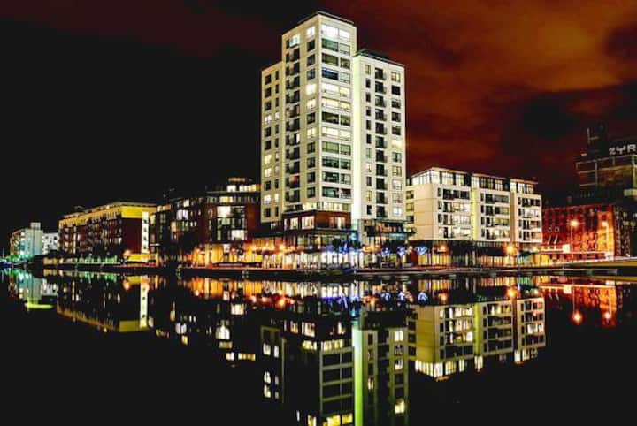 Grand Canal Dock Waterfront Luxury with Balcony