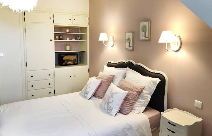 Chambre Romantique&table d'hôtes-Piscine-Jardin