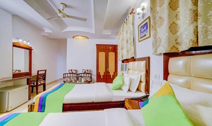 Premier BNB hotel stay 5min walk from k.Bagh metro