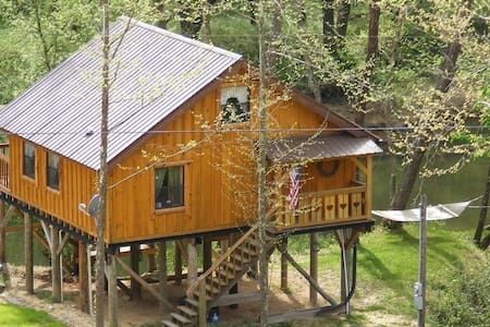 River's Roost Riverfront Cabin in the Gorge.