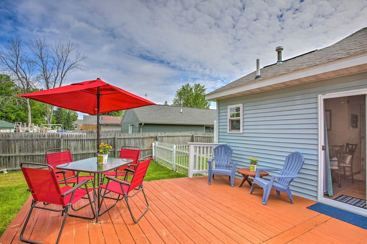 Charming Houghton Lake Cottage w/60ft Private Dock