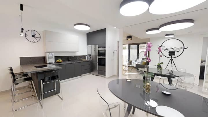 Luxury Apartment Minutes Walk from Top Attractions