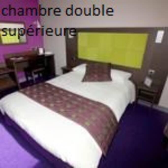 CHAMBRE SUPERIEURES AVEC SALLE DE BAIN OU DOUCHE PRIVATIVE WC