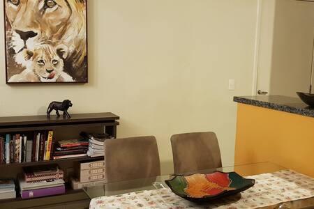 Apartamento bem familiar, aconchegante e completo.