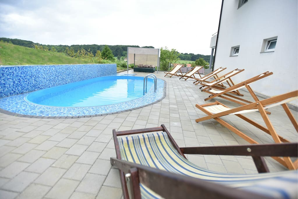 Outdoor terrace with pool (15th Jun - 01st Sep)