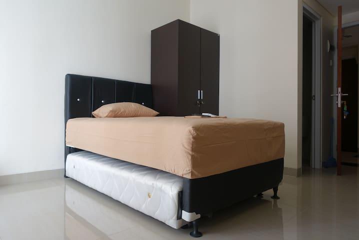Homey studio apartment near by UI - Depok - Apartment