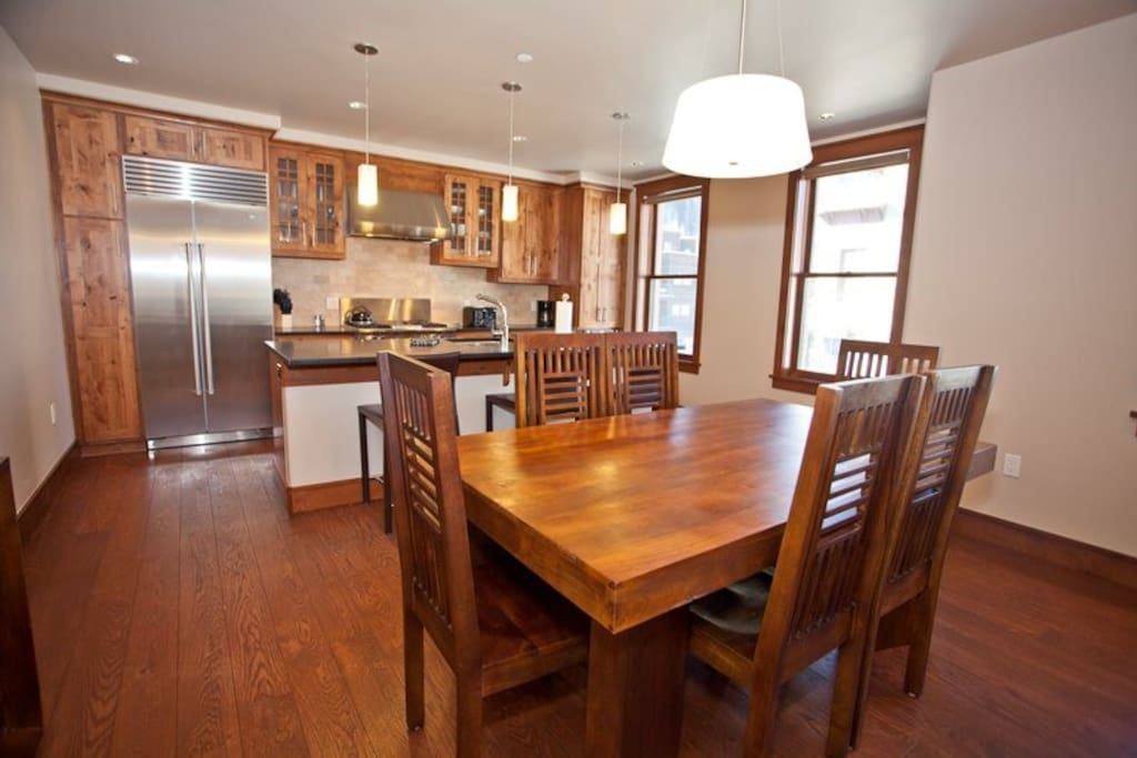 Fully Equipped Gourmet Kitchen - High-end Stainless Steel Appliances - Granite Countertops