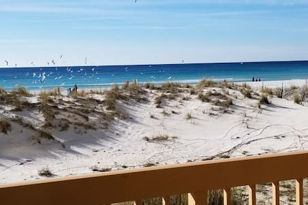 Condo on the beach/Ocean view/Pelican Beach Resort